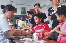 Trung Quốc đóng nhà máy gây nhiễm độc chì ở trẻ