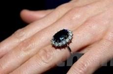 Nhẫn đính hôn nhái của hoàng tử William đắt hàng