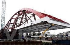 Lao lắp vòm Nielsen gần 4.000 tấn ở cầu Bình Lợi