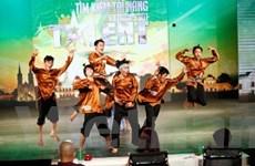 """Vietnam's Got Talent: """"Choáng"""" với tài năng... kẹo kéo"""