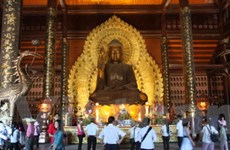 """Lộn xộn dịch vụ """"chặt chém"""" tại chùa Bái Đính"""
