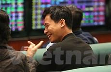 Cổ phiếu bất động sản kéo VN-Index lên mốc 571