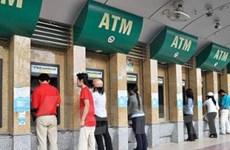 """Khách hàng """"phản pháo"""" kế hoạch thu phí thẻ ATM"""
