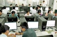 Nhu cầu nhân lực trực tuyến tháng 4 tiếp tục giảm
