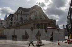 Anh nguy cơ thiếu thiết bị bảo hộ, Uruguay giãn cách khi bầu cử