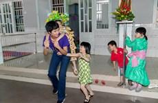 [Photo] H'Hen Niê mang Xuân yêu thương đến với các em nhỏ mồ côi
