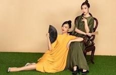 [Photo] Kiều Loan-Đỗ Mỹ Linh quảng bá văn hóa trà và tơ lụa Việt Nam