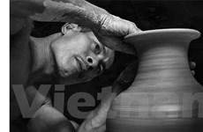 [Photo] Phạm Anh Đạo: 'Gã điên ngược đời' của làng gốm Bát Tràng