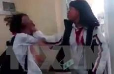 Học sinh lớp 7 đánh bạn cùng lớp trước sự cổ vũ của bạn bè