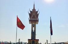Kiểm tra việc xây dựng, tu bổ các Đài hữu nghị Việt Nam-Campuchia
