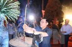 [Photo] Dâng hương, thắp nến tri ân các anh hùng liệt sỹ