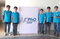 Năm học sinh tham dự Olympic Vật lý quốc tế 2020 đều giành huy chương