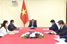 Thủ tướng điện đàm với Chủ tịch, Giám đốc điều hành Công ty Pfizer