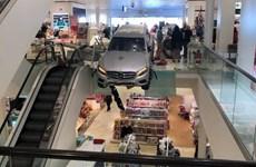 Ôtô lao vào trung tâm mua sắm ở Đức, ít nhất 9 người bị thương
