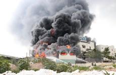 Bình Dương: Cháy lớn ở nhà xưởng 1.000m2 của công ty sản xuất băng keo