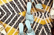 Những đôi giày mũi vuông với khả năng xoay chuyển cục diện thời trang