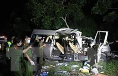 Ôtô khách va chạm ôtô tải, 5 người chết và 9 người bị thương nặng