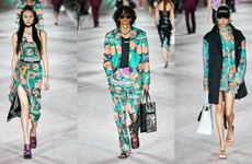 Dấu ấn hoài niệm thập niên 80-90 của Versace trong bộ sưu tập mới