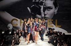 BST Xuân Hè 2022 của Chanel hồi sinh thời trang thập niên 80-90