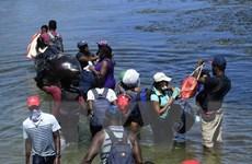 Đoàn người di cư Trung Mỹ tiếp tục hành trình qua Mexico tới Mỹ