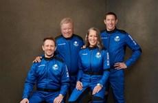 Chuyến bay đưa hành khách lớn tuổi nhất vào vũ trụ kết thúc thành công
