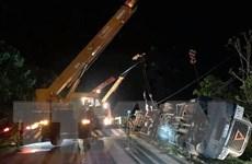 Xe container va chạm với xe khách trên quốc lộ 18, ba người tử vong