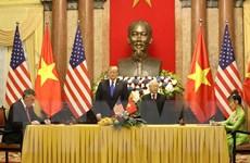[Photo] Lễ ký kết các văn kiện hợp tác giữa Việt Nam và Hoa Kỳ