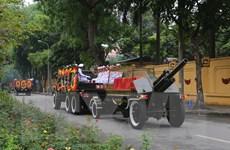 Xe chở linh cữu nguyên Chủ tịch nước Lê Đức Anh trên đường phố Hà Nội