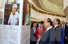 Thủ tướng Nguyễn Xuân Phúc thăm triển lãm ảnh 'Cảm xúc nước Nga'