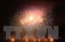 Pháo hoa rực sáng bầu trời Đà Nẵng kể câu chuyện tình bên dòng sông
