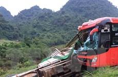 Hòa Bình: Xe khách đâm vào xe tải làm 14 người thương vong