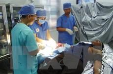 Điều trị cho ngư dân bị áp xe ngón tay nghiêm trọng tại Song Tử Tây
