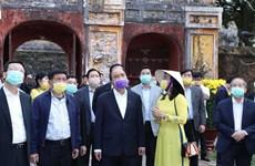Thủ tướng kiểm tra công tác phòng chống dịch nCoV tại Thừa Thiên-Huế