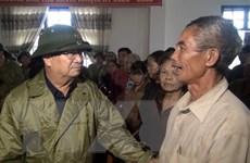 Phó Thủ tướng Trịnh Đình Dũng thăm, động viên người dân Quảng Bình