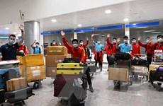 Hình ảnh đội tuyển futsal Việt Nam tại sân bay Tân Sơn Nhất