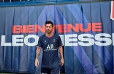 [Video] Hàng trăm cảnh sát hộ tống Messi đến ký hợp đồng với PSG