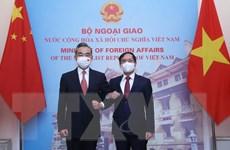 Bộ trưởng Bộ Ngoại giao hội đàm với Bộ trưởng Ngoại giao Trung Quốc