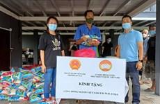 Đại sứ quán trao quà cho các hộ người Chăm Việt Nam ở Malaysia