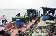 Phát hiện một tàu sang mạn trái phép khoảng 25.000 lít dầu thải
