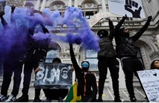 Đụng độ nổ ra giữa người biểu tình và cảnh sát tại Bỉ, Anh