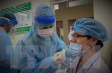 [Photo] Lấy mẫu xét nghiệm người liên quan ca mắc COVID-19 tại TP.HCM