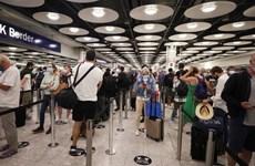 Anh: Sân bay Heathrow mở 'làn đường nhanh' cho khách đã tiêm phòng