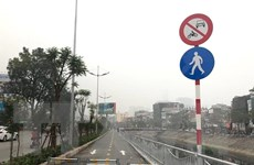 Ngăn nguy cơ chiếm dụng đường cho người đi bộ ven sông Tô Lịch