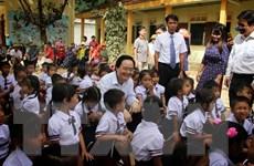 [Photo] Bộ trưởng Phùng Xuân Nhạ dự khai giảng ở 'rốn lũ' Quảng Bình