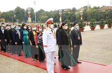 Đại biểu dự Đại hội các dân tộc thiểu số viếng Chủ tịch Hồ Chí Minh