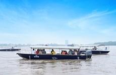 Trải nghiệm biệt thự mẫu đô thị đảo Phượng Hoàng bằng đường sông