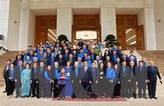 [Photo] Thủ tướng Nguyễn Xuân Phúc gặp mặt cán bộ Đoàn qua các thời kỳ