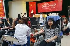 Hàng nghìn người đã tới tham gia hiến máu ở Lễ hội Xuân Hồng