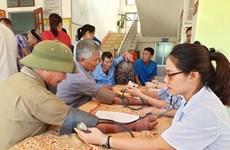 Khám, phát thuốc cho người dân thuộc gia đình chính sách tại Hà Tĩnh