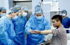 'Người lính áo trắng' chinh phục những đỉnh cao y học thế giới